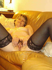 amateur wife blows another man