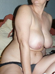 amateur wife shows her tits